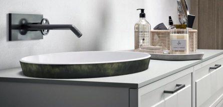 Waschbecken mit Kassettentür und eingelassenenem Waschbecken