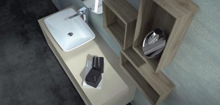 Badmöbel mit Aufsatzwaschtisch in weiß und Wandregalen