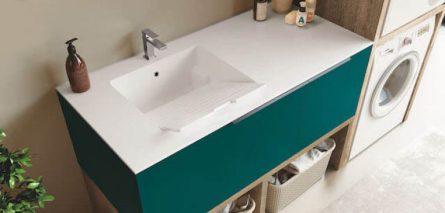 Moderne Waschküche: Badmöbel mit viel Stauraum für Waschmaschine und Trockner und Wäscheaufbewahrung