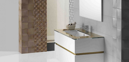 Italienisches Badmöbel in weiß und gold