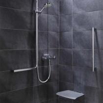 Altersgerechtes Bad, Haltestangen (Haltegriffe) in der Dusche
