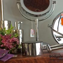 Hallesche Badgalerie, Halle Saale, Kosmetikspiegel, Rasierspiegel, 5-fache Vergrößerung, beleuchtet