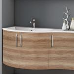 3in1 Angebot für Italienische Badmöbel-Kombination: Konkav-gerundeter Waschtisch + Unterschrank mit 3 Türen + Spiegel LIGHT mit integriertem Neonlicht - Beispielfront HOLZOPTIK / HOLZSTRUKTUR EICHE CANYON - Griffvariante 2 (ohne Aufpreis)