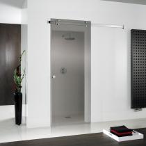 Ebenerdige Dusche mit Schiebetür vor der Wand